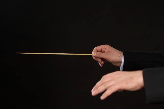 指揮者の手
